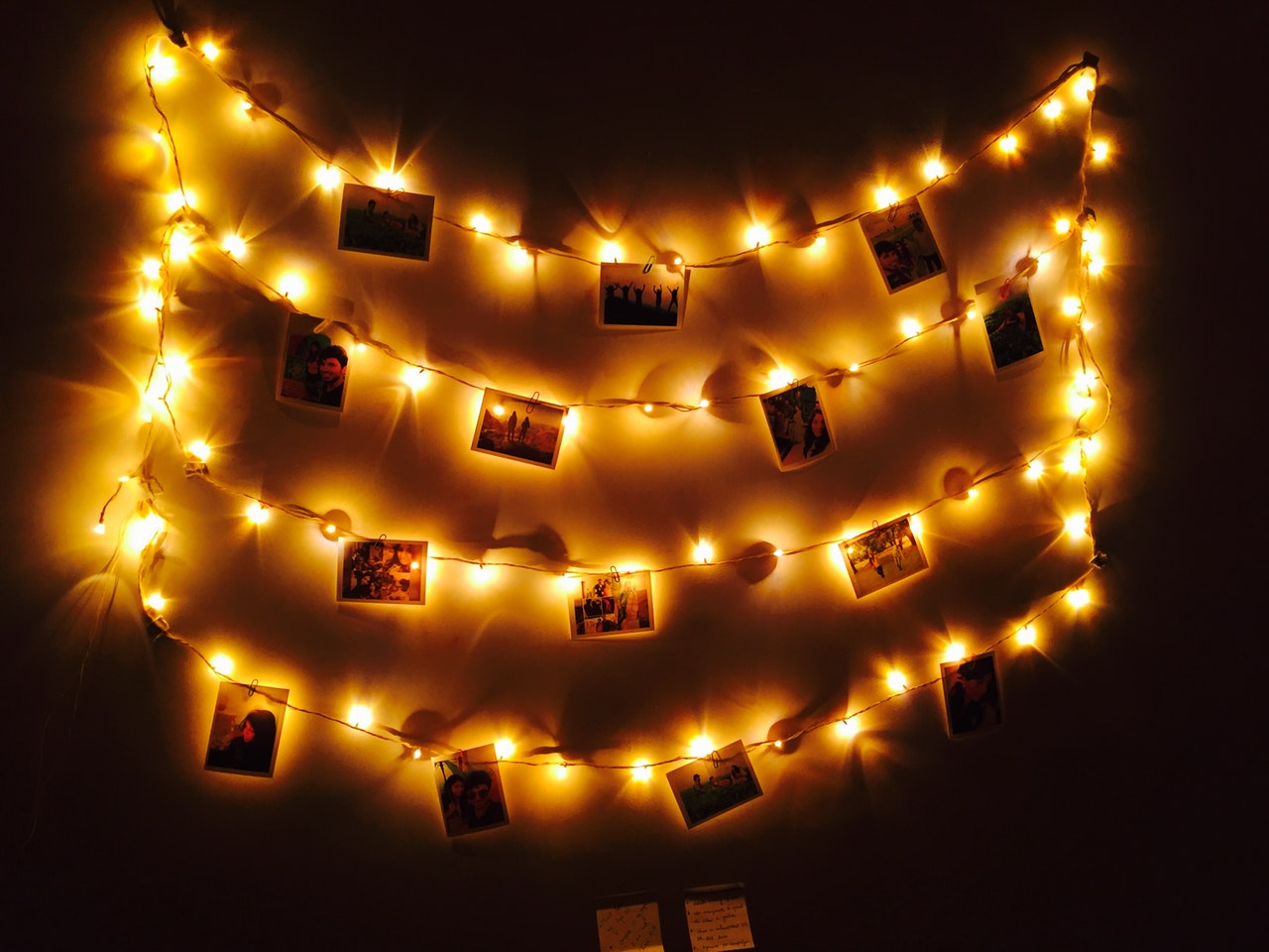 11 Unique Photo Memory Wall Display Ideas 2